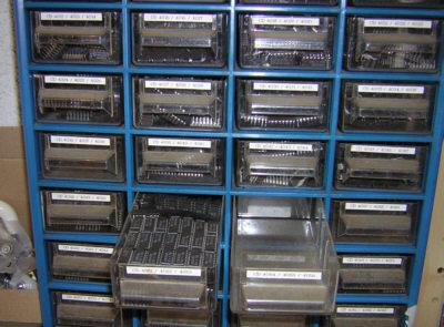 Electronique bases rangement composants for Rangement pour vis et clous